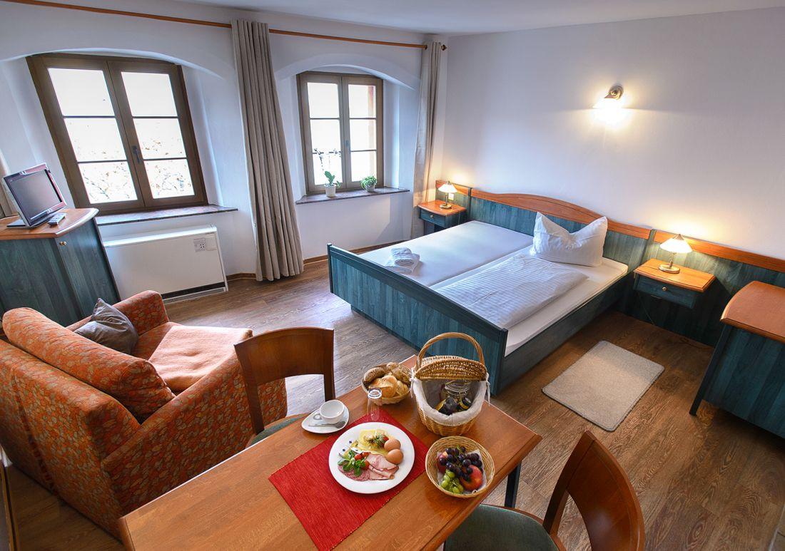 Doppelzimmer Rathausblick - bautzen-pension-zimmer-004-1.jpg