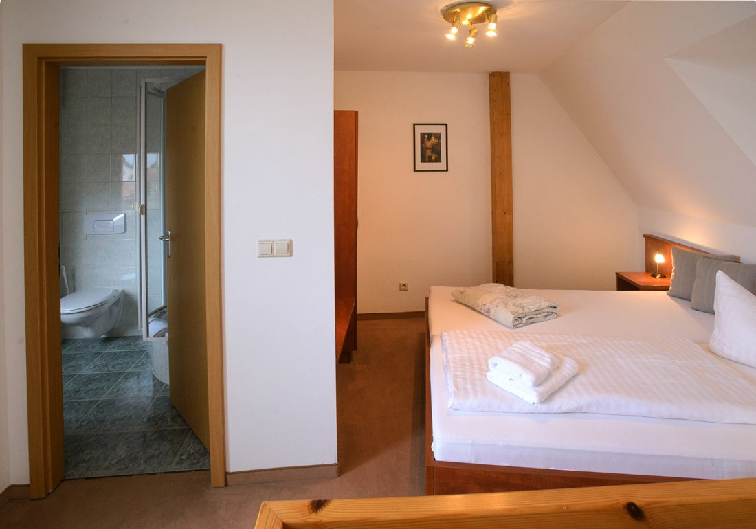 Maisonette-Zimmer Dächerblick - bautzen-pension-zimmer-005.jpg